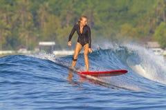 Surfermeisje. Royalty-vrije Stock Fotografie