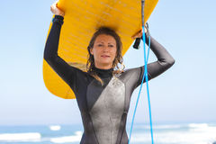 Surfermeisje Royalty-vrije Stock Afbeeldingen