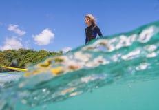 Surfermeisje Stock Afbeelding