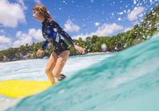 Surfermeisje Stock Fotografie