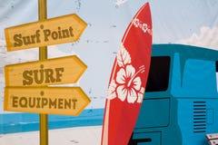 Surfermuurschildering op muur royalty-vrije stock fotografie