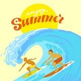 Surfers στον ωκεανό κατά τη διάρκεια του καλοκαιριού Στοκ Εικόνες