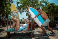 Surfers ayant l'amusement Image libre de droits