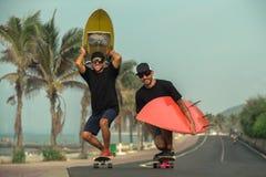Surfers ayant l'amusement Image stock