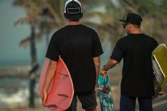 Surfers ayant l'amusement Photographie stock