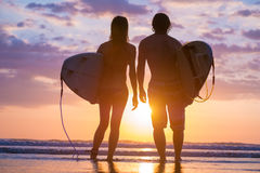 Surfers on the beach Royalty Free Stock Photography