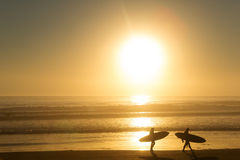 Surfers on the beach Royalty Free Stock Images