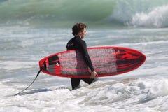 Surfers bij het strand van Gr Porto Royalty-vrije Stock Afbeeldingen