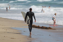 Surfers bij het strand van Gr Porto Royalty-vrije Stock Fotografie