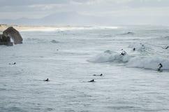 Surfers bij lapiste royalty-vrije stock fotografie