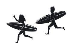 Surfers d'homme et de femme courant avec la planche de surf illustration libre de droits