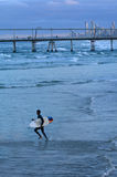 Surfers dans l'Australie du Queensland de paradis de surfers Photographie stock libre de droits