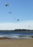 Surfers de cerf-volant photos stock