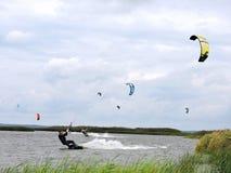 Surfers de cerf-volant Images stock