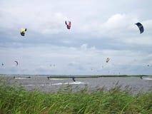 Surfers de cerf-volant Photographie stock