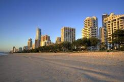 surfers de lever de soleil de paradis de plage Photos stock