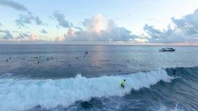 Surfers in Maldivres stock videobeelden