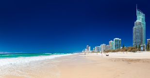 SURFERS PARADISE, AUS - OCT 03 2015 Skyline and a beach of Surfe Royalty Free Stock Photography