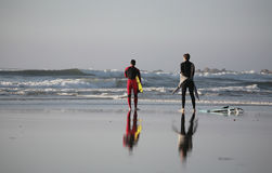 Surfers relax. Reflex of two surfer in the beach Royalty Free Stock Photos