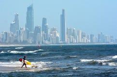 Surfers in Surfersparadijs Queensland Australië Royalty-vrije Stock Afbeeldingen