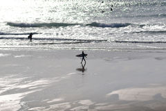 Surferscène bij schemer Royalty-vrije Stock Foto