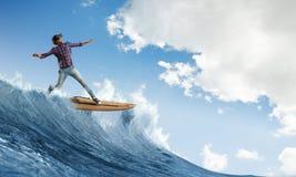 surfing duży fala Mieszani środki Zdjęcia Stock