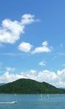 Surfing för vattensport, blå himmel och det vita molnet Royaltyfria Foton