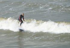 Surfing i Taiwan. Royaltyfri Fotografi