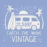 Surfing ilustracja Z Van I tekstem Zdjęcia Royalty Free