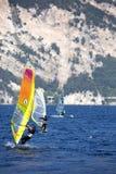 Surfing Lago di Garda, Italien Arkivfoton