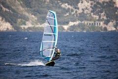 Surfing Lago di Garda, Italien Arkivbild