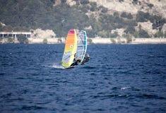 Surfing Lago di Garda, Italien Arkivbilder