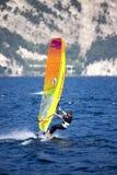 Surfing Lago di Garda, Italien Royaltyfri Bild