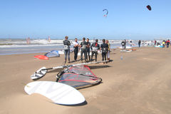 surfingbrädasurfarear Fotografering för Bildbyråer
