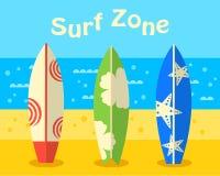Surfingbrädor på stranden Fotografering för Bildbyråer