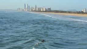 Surfingowa łapania fala Plują plażowego surfingowa raj Australia zbiory
