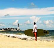 Surfingowiec chłopiec Zdjęcia Royalty Free