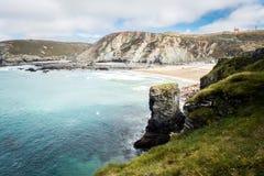 Surfingowowie, morze plaża i faleza, Obraz Stock