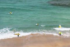 Surfingowowie Przy Playa Del Aguila W Fuerteventura, artykuł wstępny Fotografia Stock