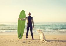 Surfist και το σκυλί του Στοκ Φωτογραφίες