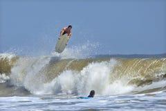 Surfista che elimina Fotografia Stock