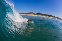 Surfista che guida la foto vuota dell'acqua di Wave fotografia stock libera da diritti
