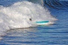 Surfista con spuma blu Board-1029-09-102 Immagine Stock Libera da Diritti