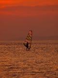 Surfista del vento al tramonto Fotografia Stock Libera da Diritti