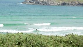 Surfista di Longboard a Pantin Galizia Spagna archivi video