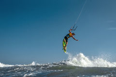 Surfista do papagaio Boarding imagem de stock royalty free