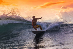 Surfista em onda surpreendente Imagem de Stock