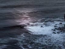 Surfista em uma onda grande Imagens de Stock Royalty Free