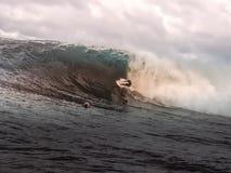 Surfista em uma onda grande Imagem de Stock Royalty Free