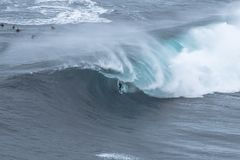 Surfista grande da onda Fotografia de Stock